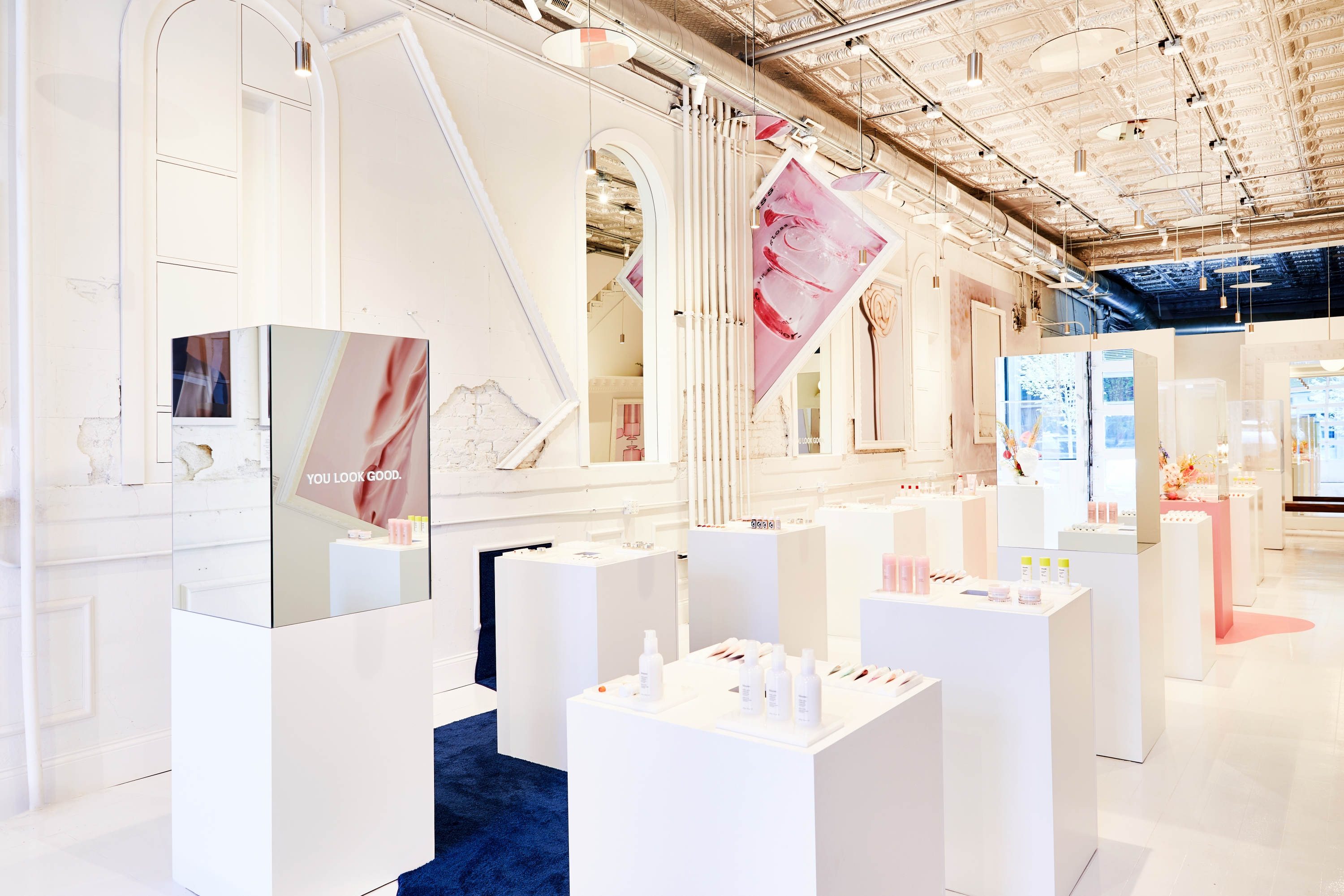 Glossier Pop Up Opens In Chicago The